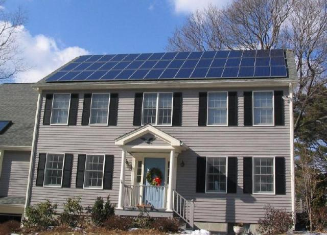 Solar_panels_on_house_roof_winter_view